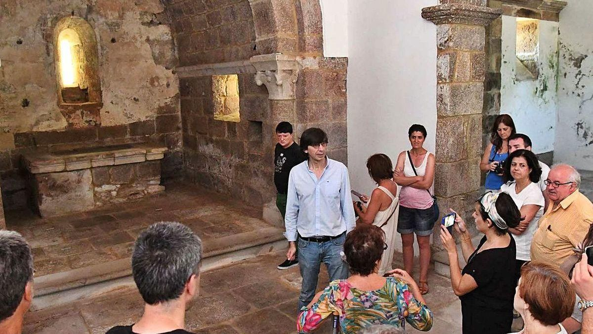 Visita guiada a la capilla de Oza realizada en 2018 por la entidad vecinal de A Gaiteira-Os Castros.
