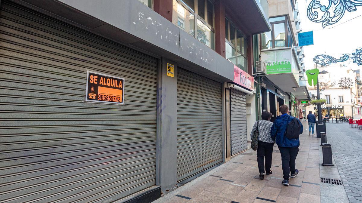200 comercios bajan la persiana este mes en Benidorm por la falta de clientes.