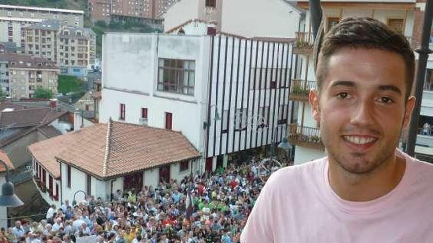 Jony dona material al Hospital de Cangas