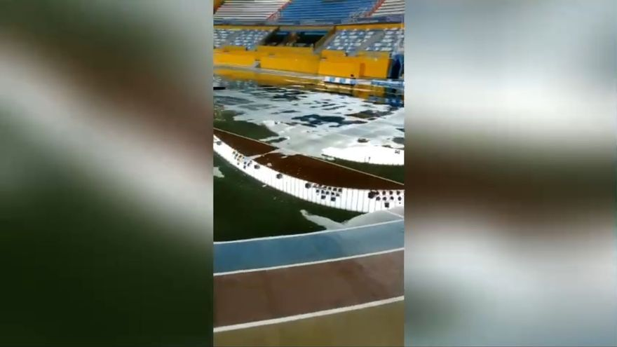 """El Palacio de los Deportes, anegado tras la tormenta: """"Madre del alma, ¡cómo está esto!"""