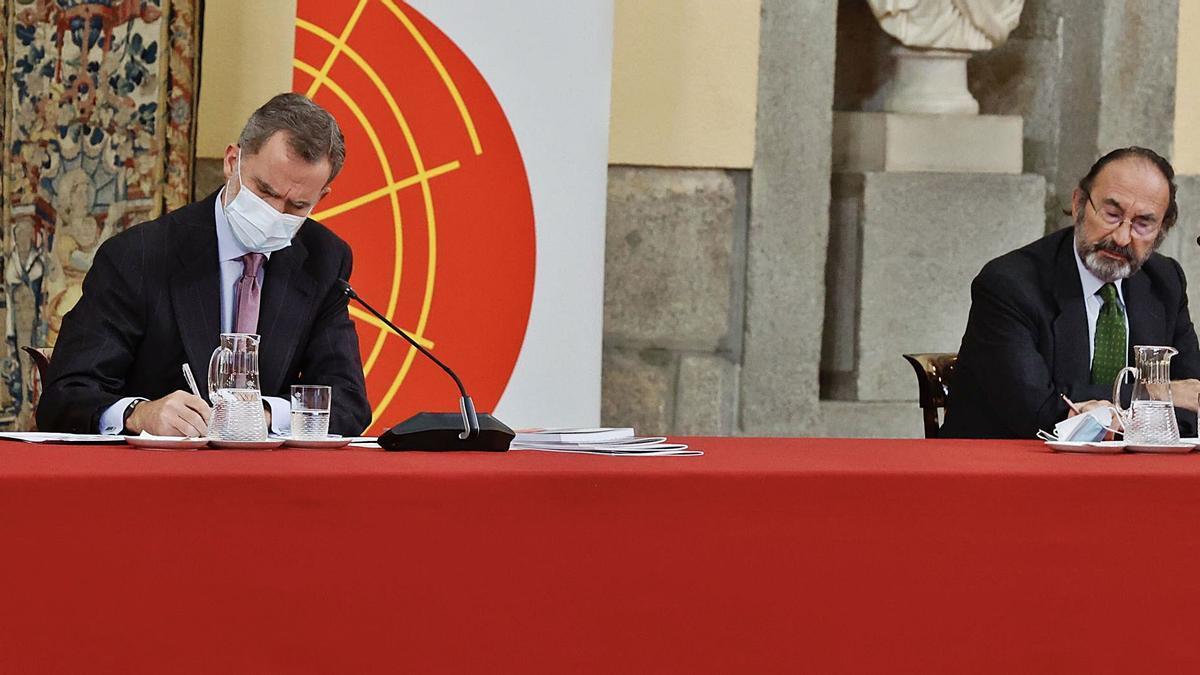 El Rey Felipe en su intervención en la reunión del Consejo Científico del Real Instituto Elcano de Estudios Internacionales y Estratégicos en el Palacio de El Pardo.     AGENCIAS