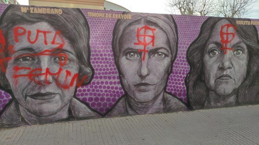 Atacan con esprai el mural feminista de Gandia