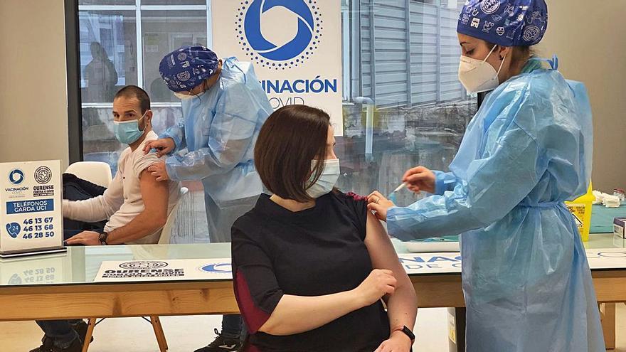 El área sanitaria recibe 650 dosis de la vacuna de Moderna y hoy inicia la segunda fase en residencias