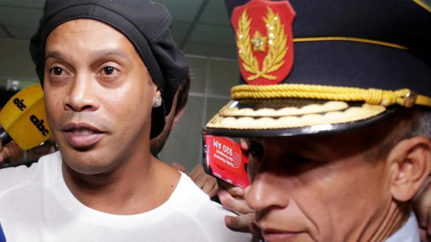 Ronaldinho ingressa a presó preventiva per haver entrat a Paraguai amb passaports falsos