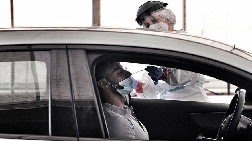 Cada infectado por Covid-19 cuesta 60.000 euros a la sanidad canaria