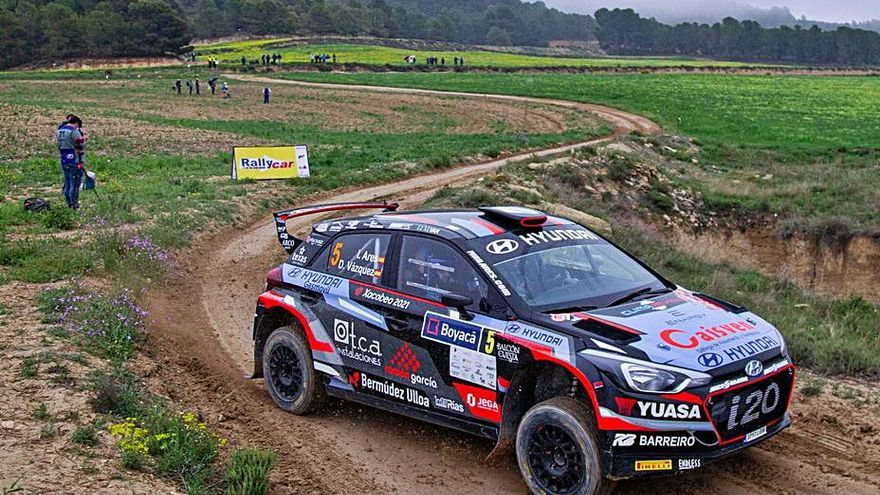 Iván Ares y David Vázquez acarician el podio en el Rallye Tierras Altas de Lorca
