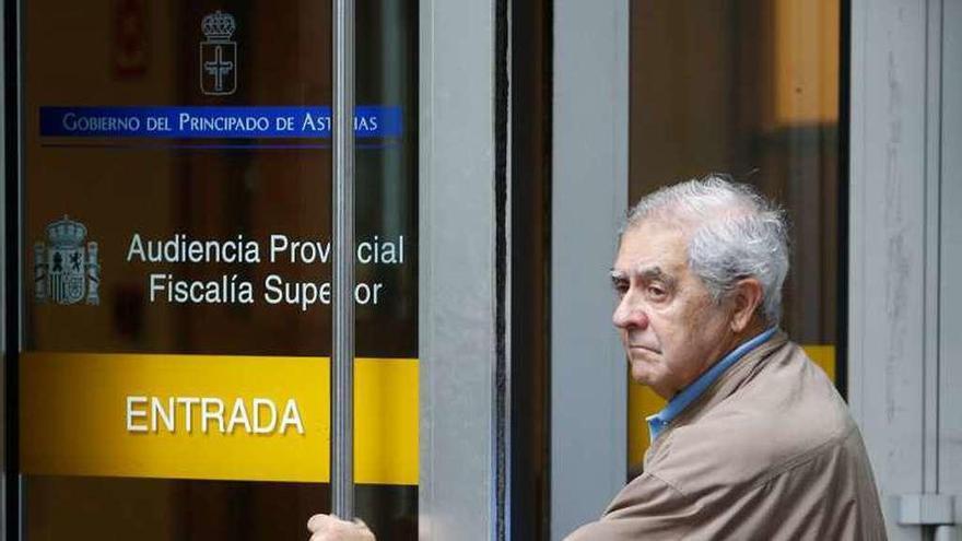 Riopedre y los empresarios entregan los pasaportes en la Audiencia Provincial