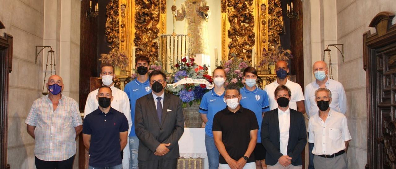 El Huesca realiza la tradicional ofrenda a San Lorenzo