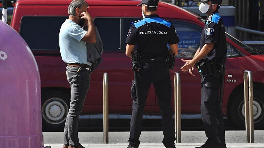 Una sentencia cuestiona las multas de concellos por no llevar mascarilla, casi 2.000 en A Coruña