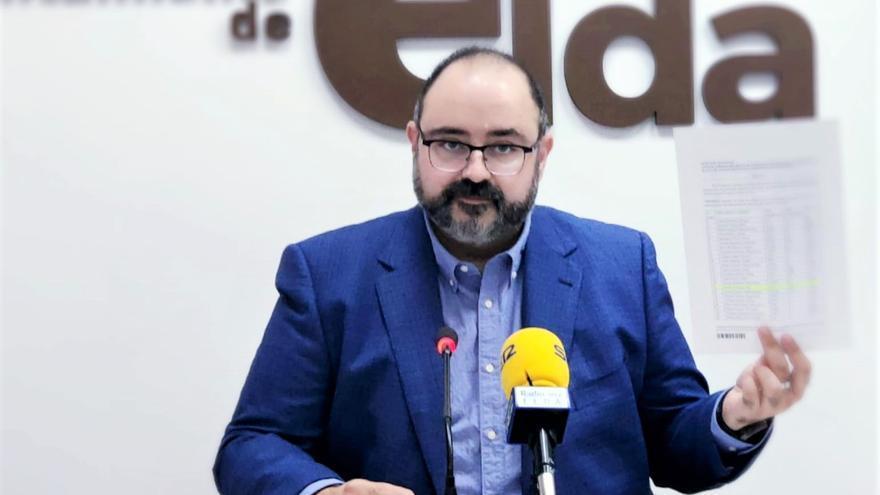 El Ayuntamiento de Elda cesa a un edil de EU de Aspe contratado y lo denuncia en Fiscalía por falsedad