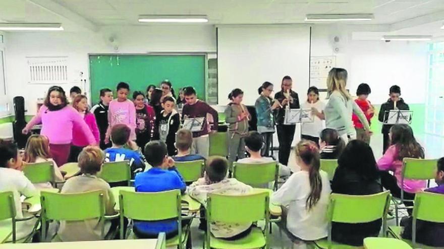 Beethoven, Mozart y Pachelbel suenan en el colegio La Cruz, de totana, por Santa Cecilia