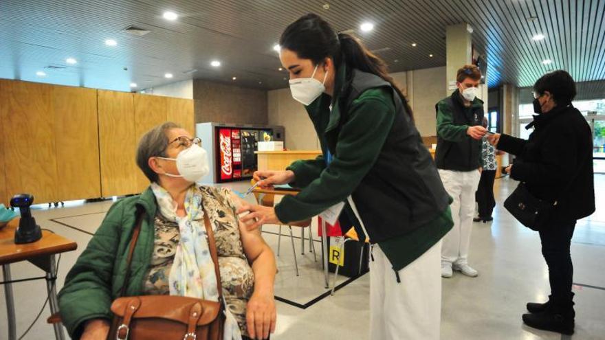 Vilagarcía: La pandemia baja mientras las vacunaciones suben