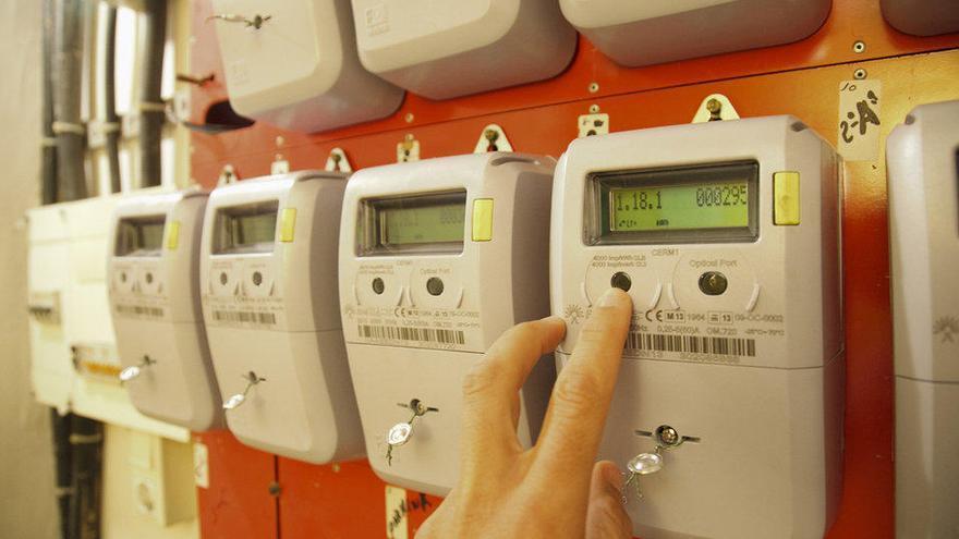Industria deja sin bono social eléctrico  a más de 57.000 usuarios en las Islas