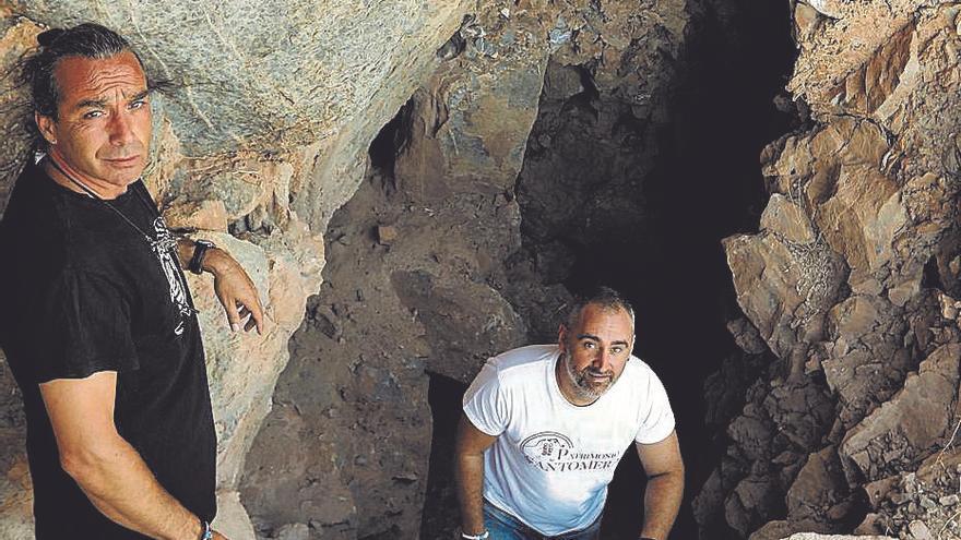 Descubren un santuario ibérico en una cueva de Santomera