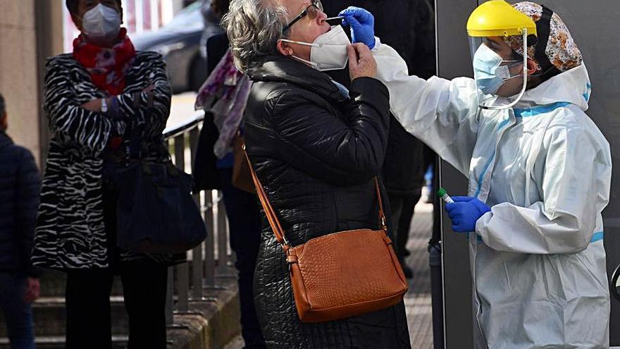 El área coruñesa consolida el aumento de contagios al superar el centenar diario