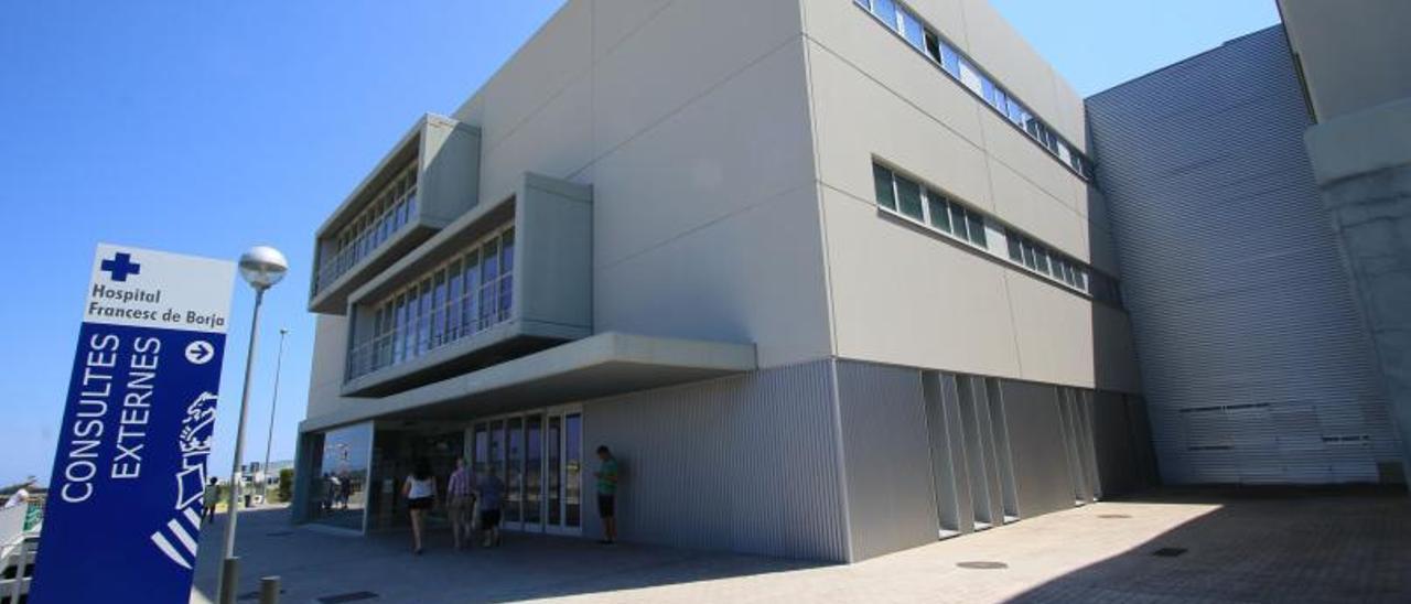 La zona de ingresos del hospital de Gandia.  Ximo Ferri