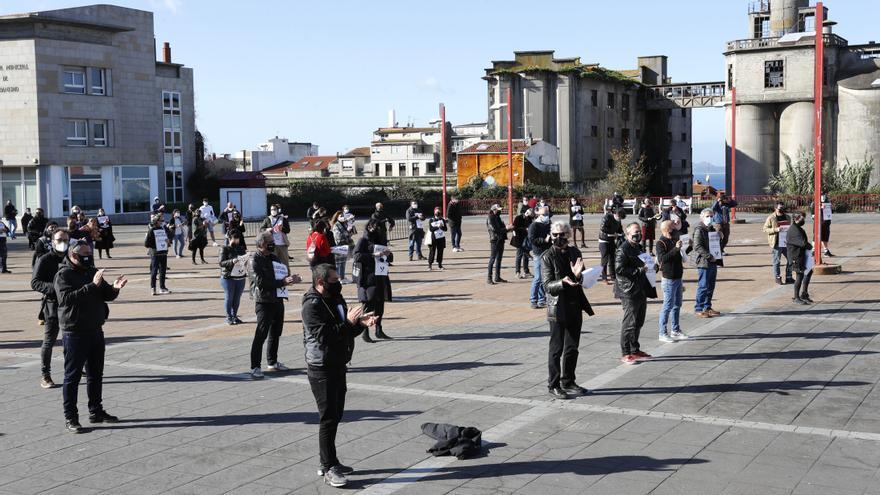La movilización de los hosteleros llega al Concello: claman por ayudas al sector