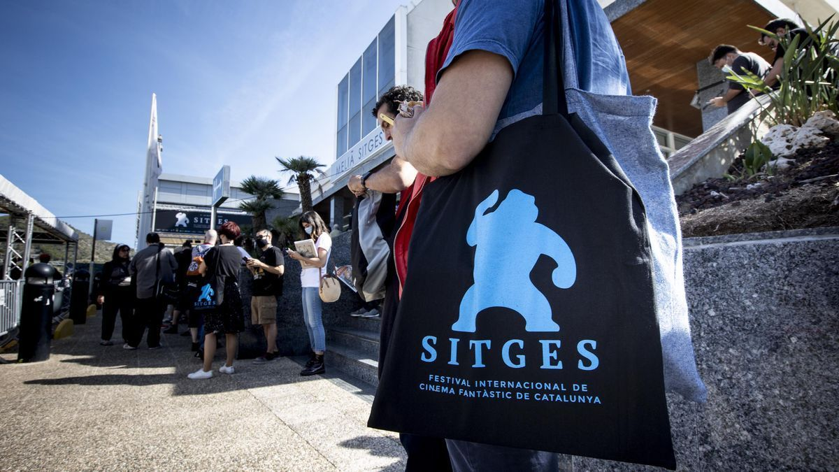 Colas para acceder a una de las sesiones de la jornada inaugural del Festival de Sitges 2021.