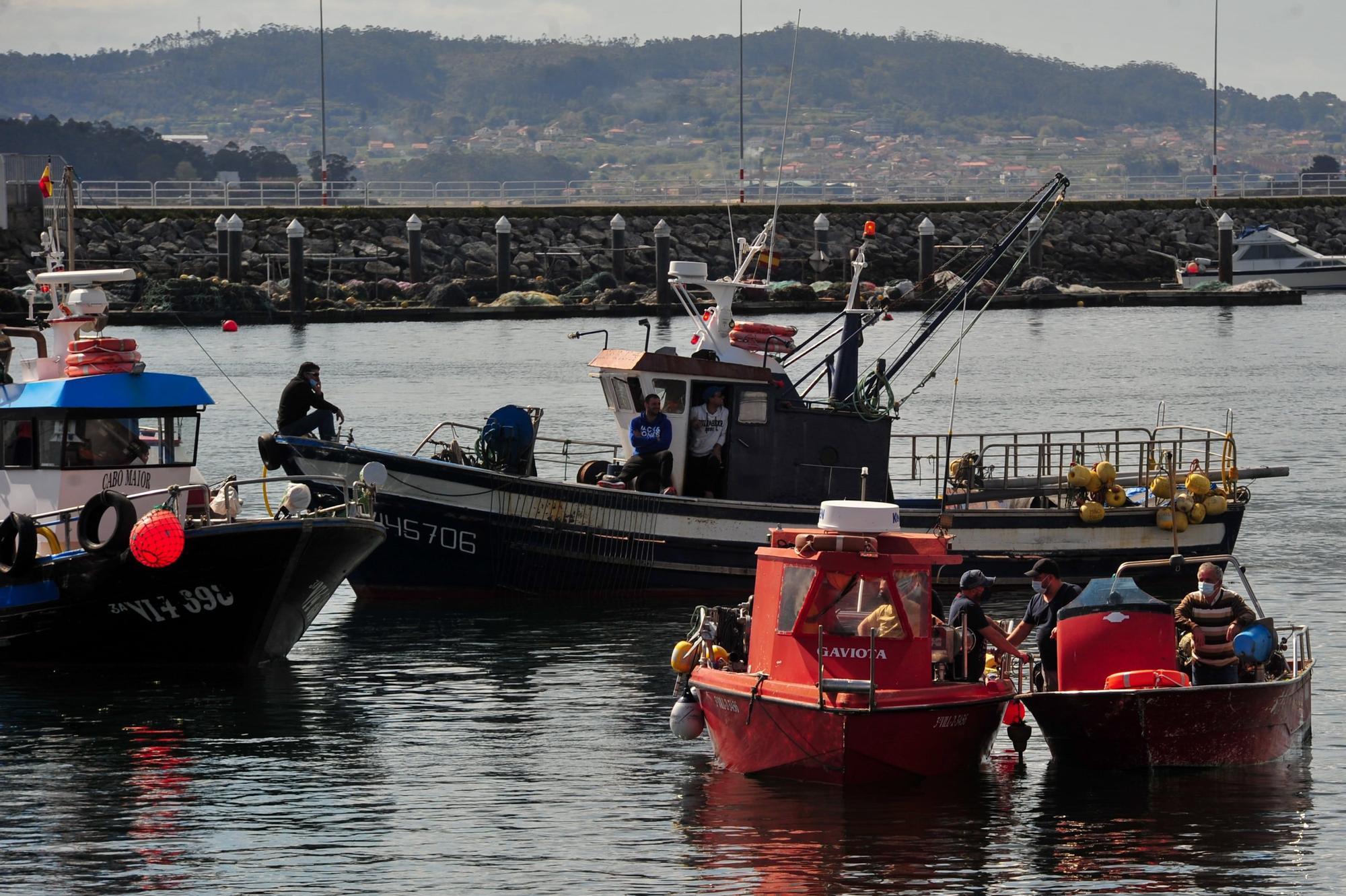 La protesta desarrollada por la flota de Cambados contra el reglamento de la UE, ayer.    Iñaki Abella (4)-min.jpg