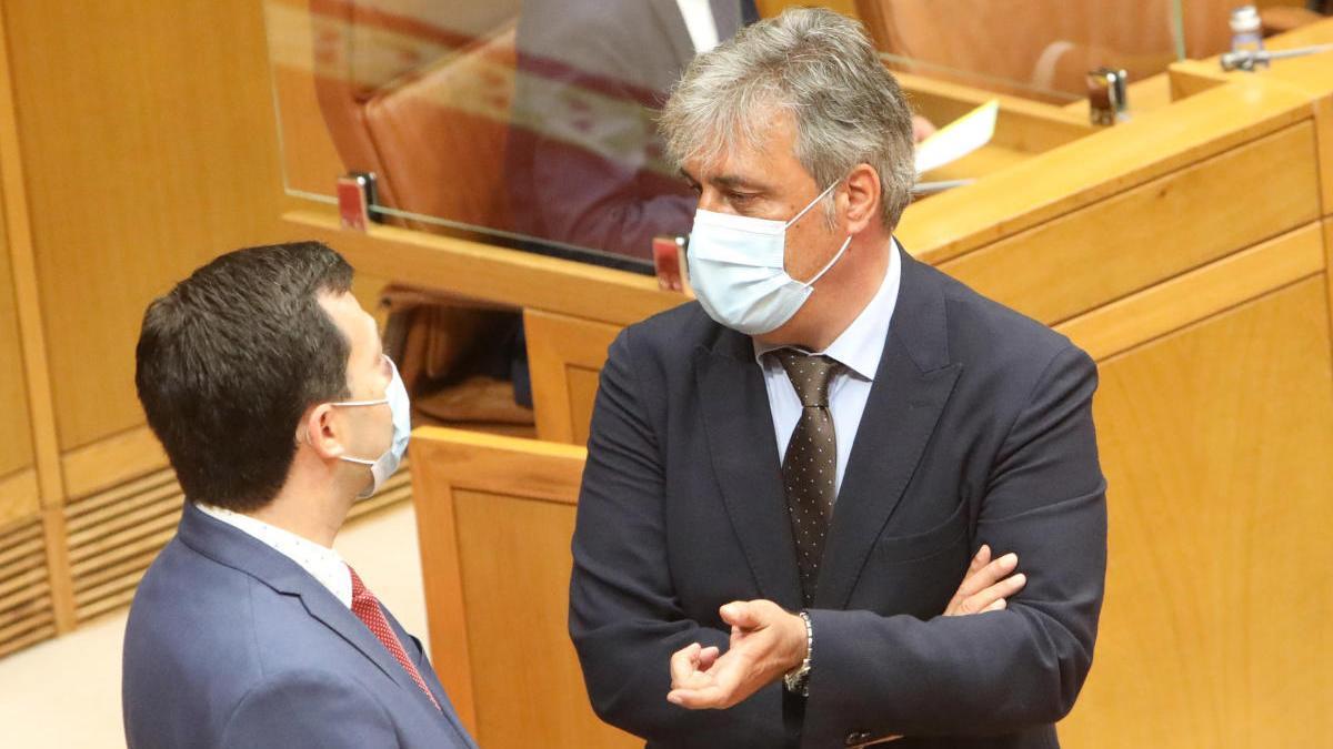 Gonzalo Caballero y Pedro Puy, en el Parlamento gallego. // Xoán Álvarez
