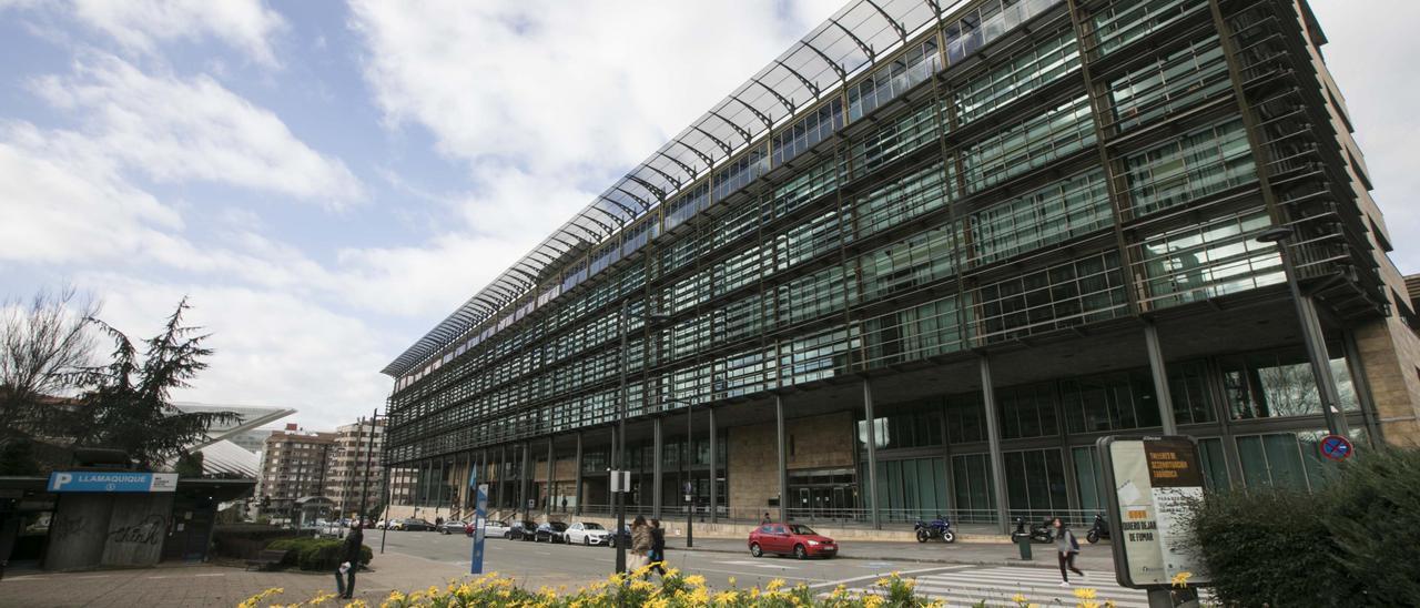 Edificio de servicios múltiples del Principado.