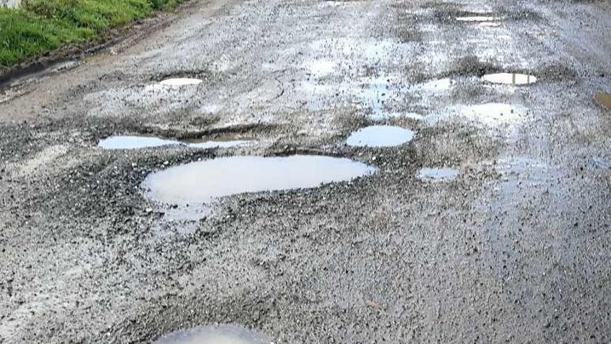 Un vecino denuncia el pésimo estado de la pista de acceso al lugar de Parada