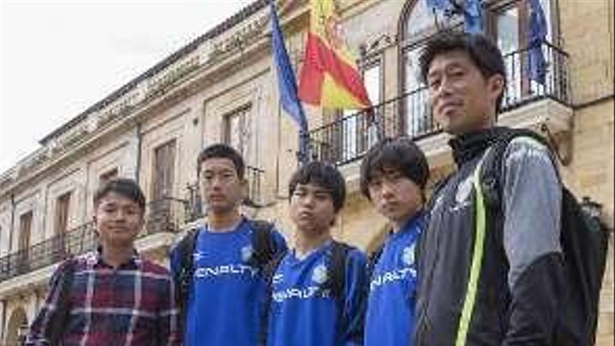 Australia juega en Oviedo