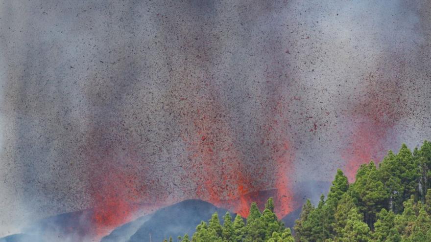 Vídeo | Erupción de un volcán en La Palma