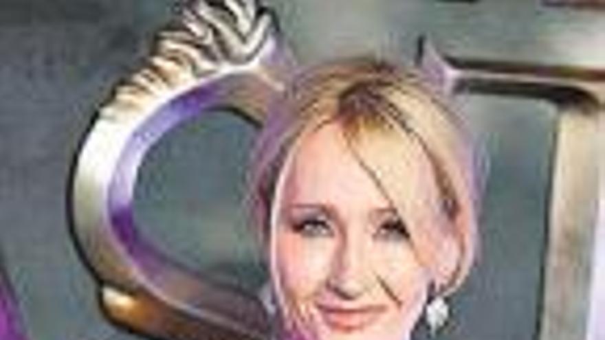 Rowling dice que usó casos reales para su asesino transexual