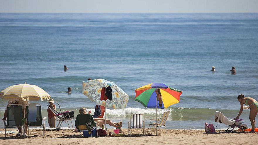 """El alcalde defiende que el agua de la playa del Perellonet es """"excelente"""""""