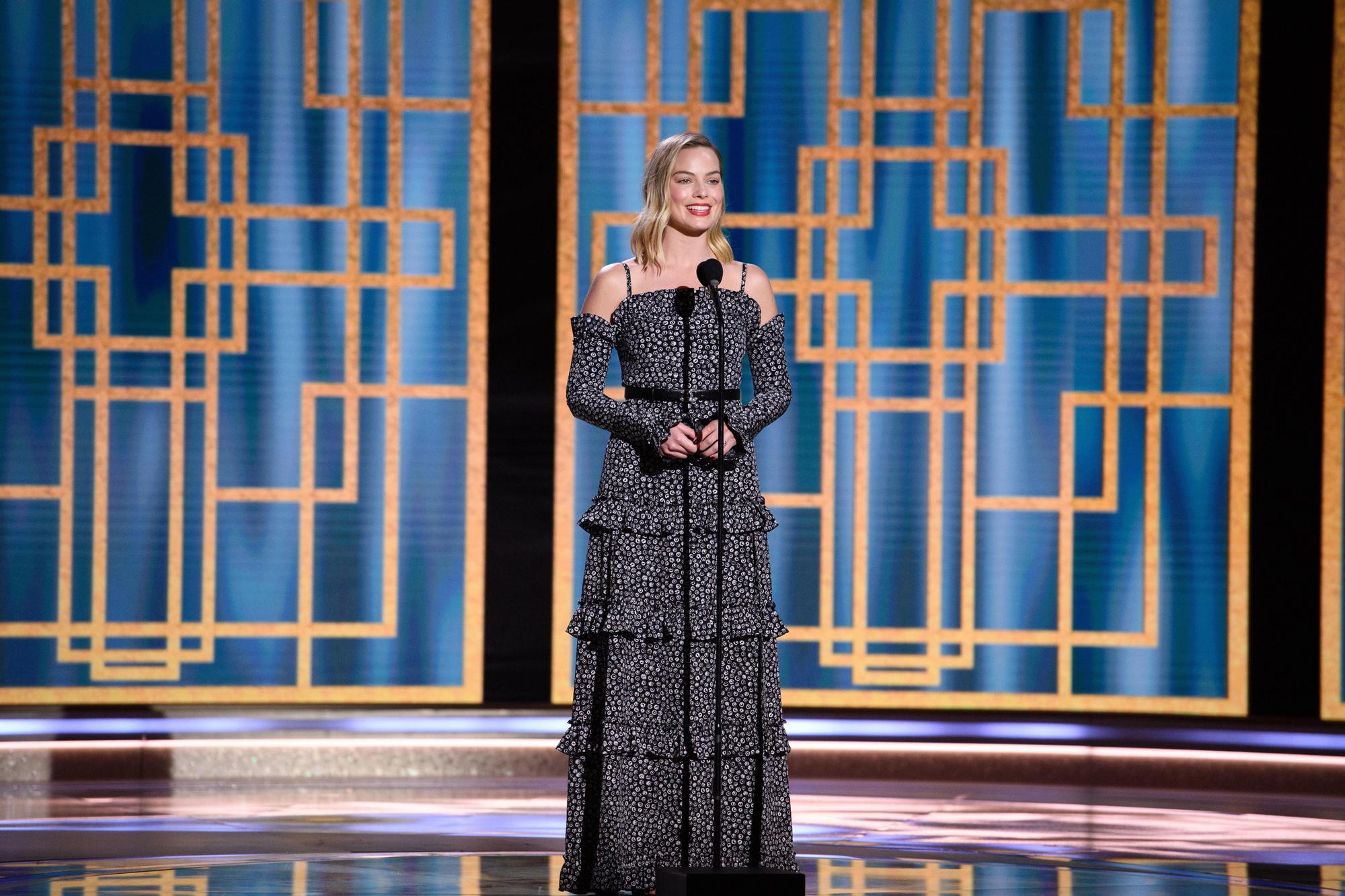 Margot Robbie presentando durante la 78ª edición de los Globos de Oro