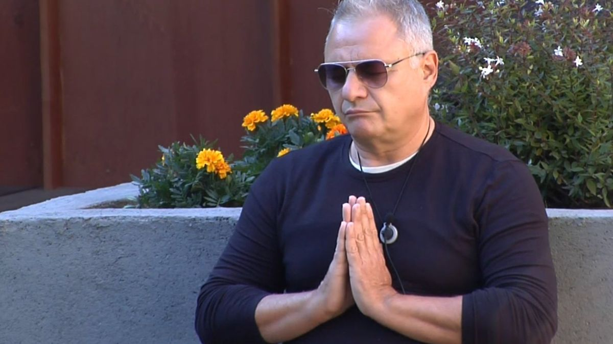 Chimo Bayo, meditando en la casa de 'Secret Story'.