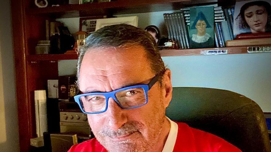 El guiño del popular locutor de radio Carlos Herrera al Sporting luciendo su camiseta