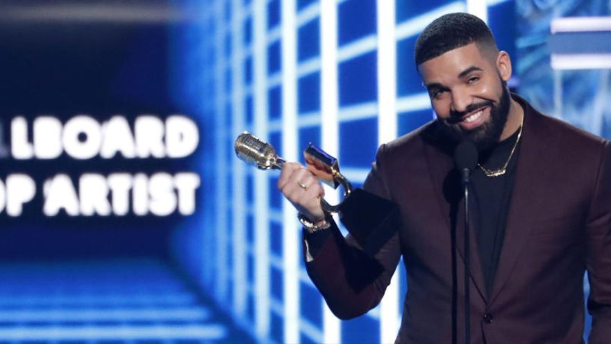 Drake triunfa en los premios Billboard Music Awards