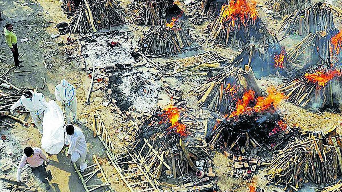 Crematori de víctimes de covid ahir a Nova Delhi
