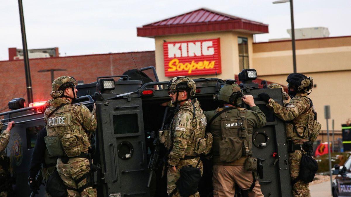 Diez personas mueren asesinadas en un tiroteo en un supermercado de Colorado