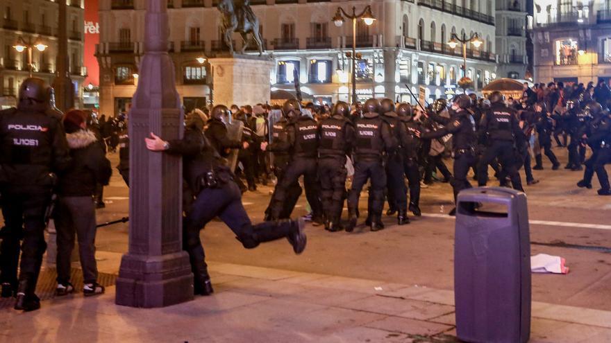 Dos detenidos por agredir a una policía en las protestas a favor de Hasél en Madrid