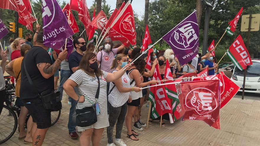 Protestas de comerciantes malagueños a las puertas del Ayuntamiento