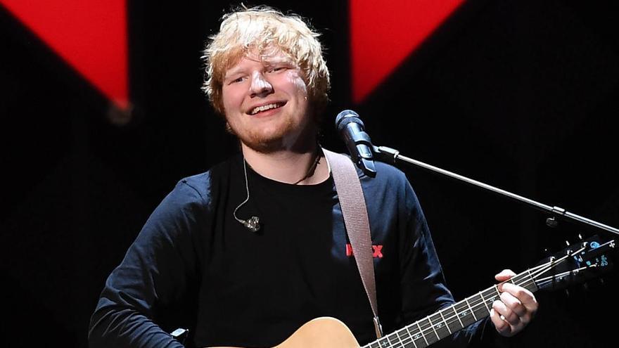 Ed Sheeran anuncia su compromiso con su novia