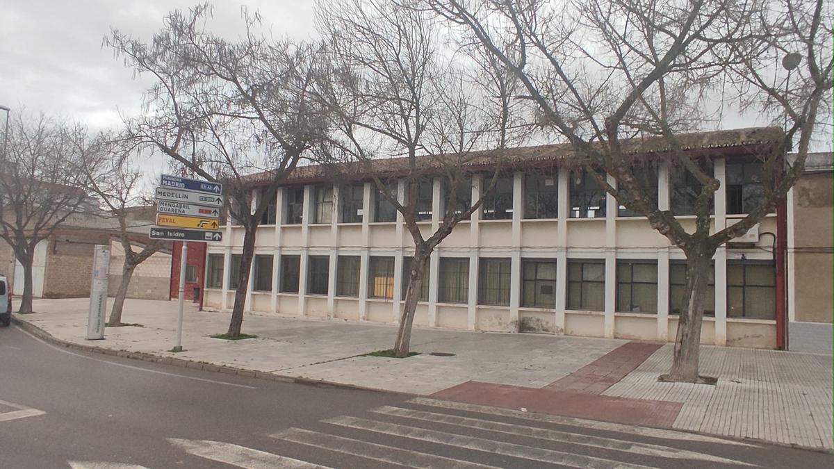 El viejo instituto José Manzano, que se transformará en la nueva sede de la escuela oficial de idiomas.