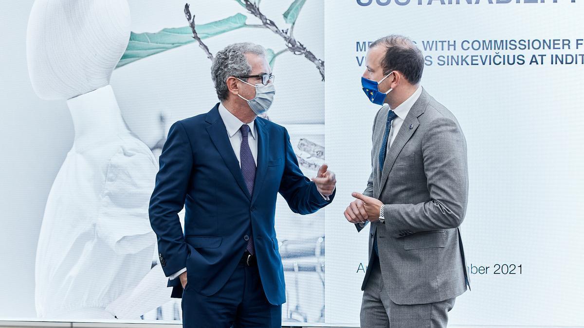 Pablo Isla, presidente de Inditex, y el comisario de Medio Ambiente, Océanos y Pesca de la Unión Europea, Virginijus Sinkevičius.
