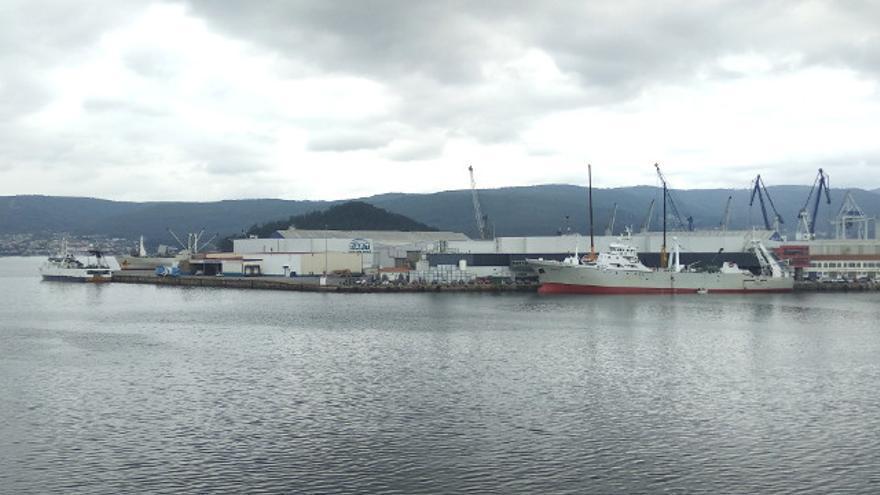 Ocho mercantes operan a la vez en el Puerto de Marín