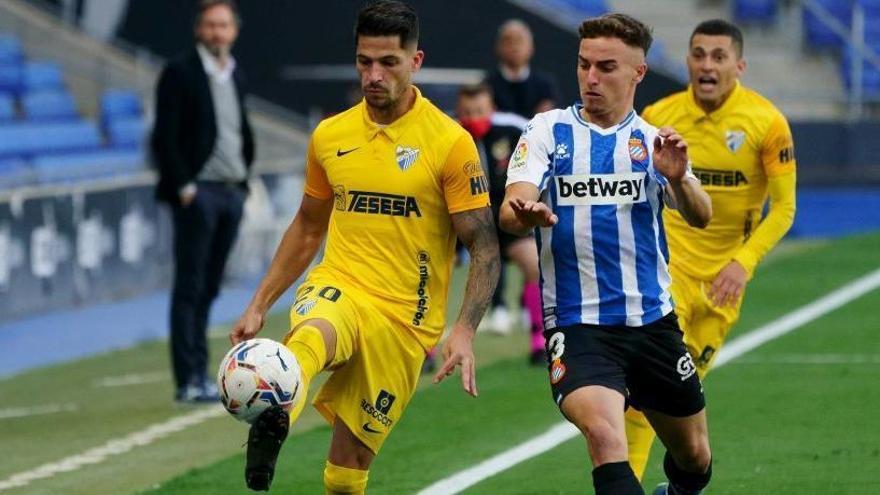 Caye Quintana controla un balón ante el Espanyol