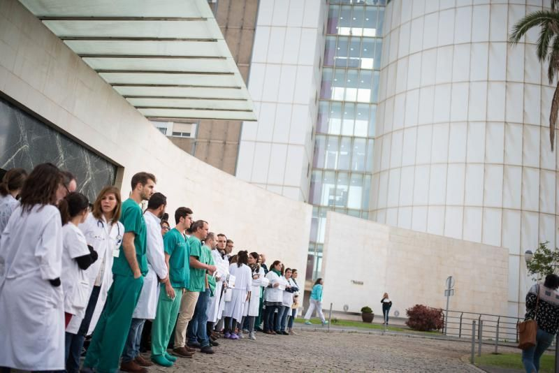 Médicos se manifiestan por condiciones de la OPE