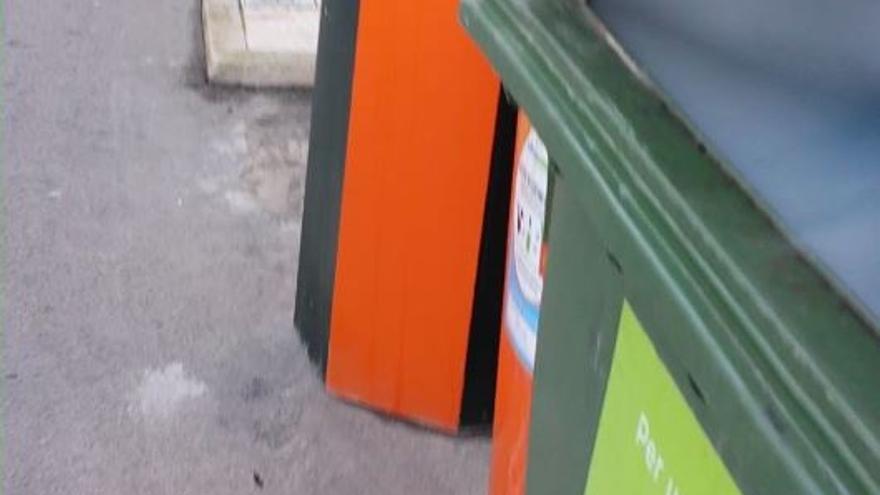 Los contenedores de Bolulla arden al tirar los vecinos cenizas calientes de estufas y chimeneas