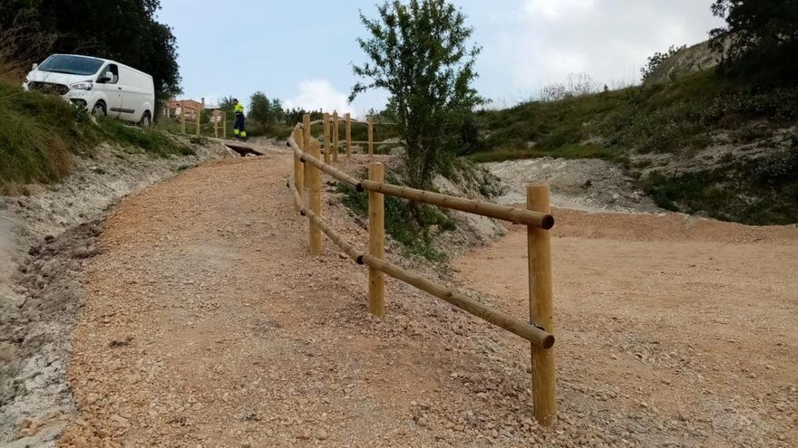 Diputación recupera tres espacios degradados de Ademuz y Otos
