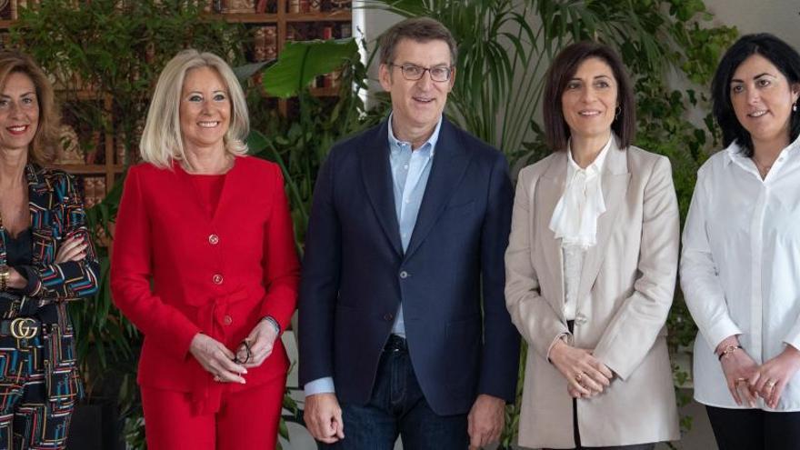 """Feijóo elige a mujeres con """"reconocimiento electoral y experiencia"""" para liderar las listas"""