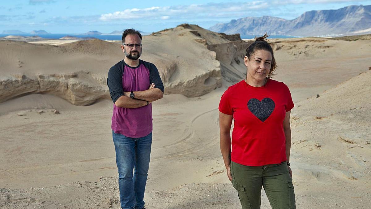 Jorge Peñas y Miryam Barros en una zona de jable. | | LP/DLP