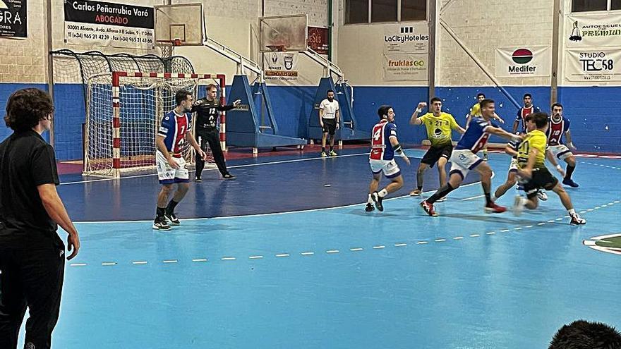 El Maristas Algemesí se descuelga de la zona alta tras su tercera derrota consecutiva