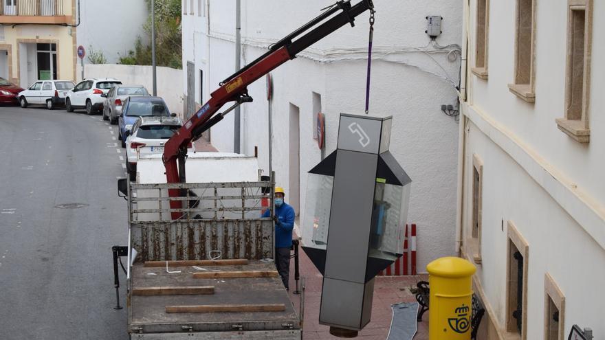 Adiós a una era: Retiran las dos últimas cabinas de Benitatxell